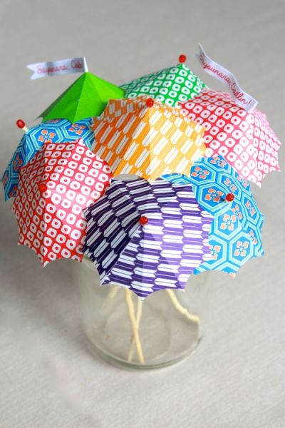 make-your-own-cocktail-umbrellas-at-www.alyssaandcarla.com_