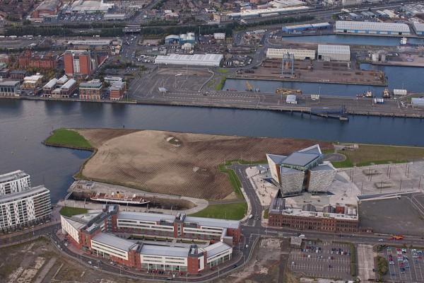 Monumental-Acre-Portrait-in-Belfast-by-Jorge-Rodríguez-Gerada-2-600x400-1