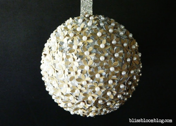 paper flower pin ornament - blissbloomblog.com