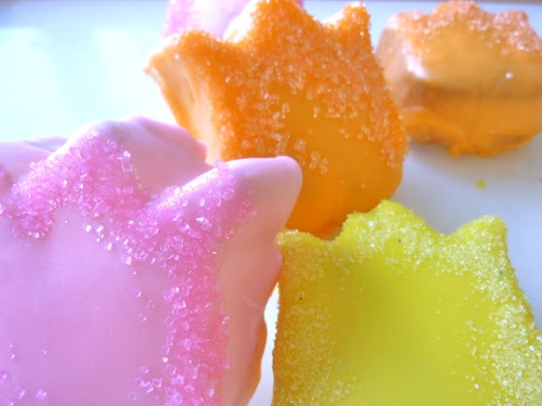 poured-fondant-covered-tulip-cakes-9