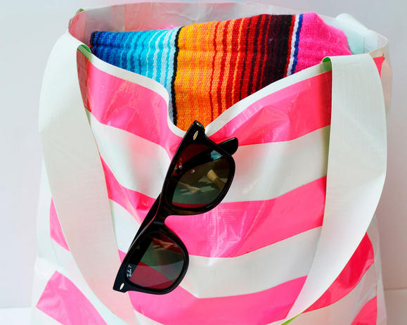 Waterproof-Duck-Tape-Beach-Bag_product_main