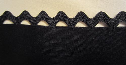 Floating-Rickrack-Sewing-Technique-black-on-black
