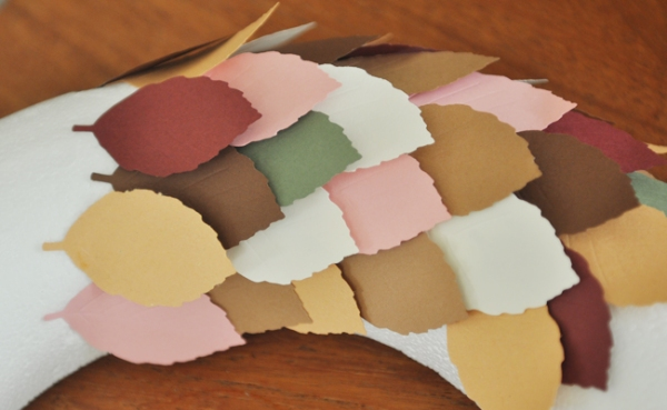 autumn-leaf-paper-punch-wreath-paperstraw-craft-6