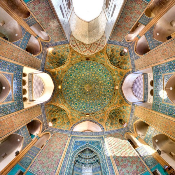 Incredible-and-Colorful-Mosque-4-640x640