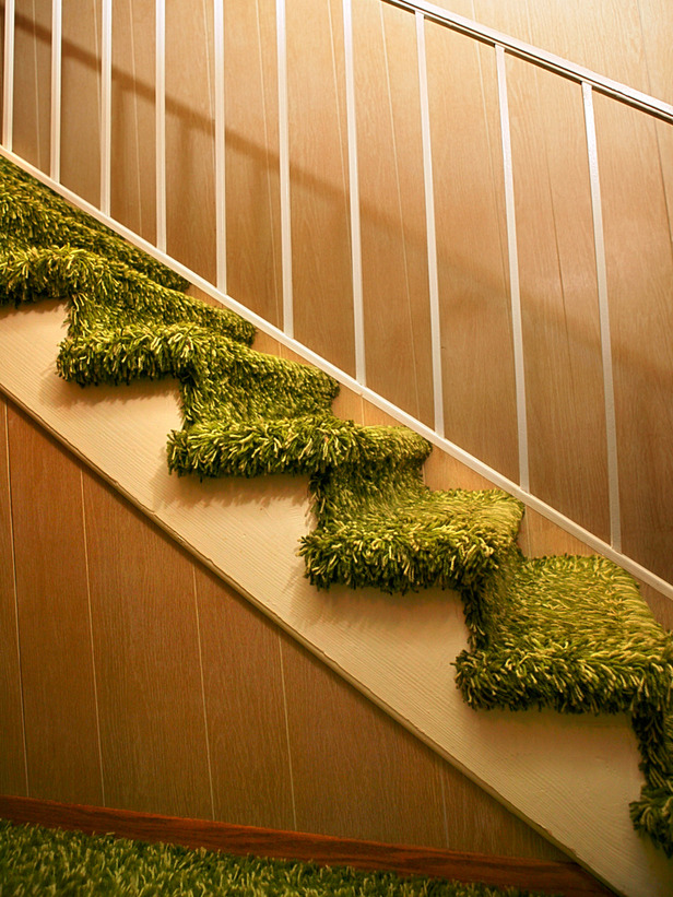 TS-86493057_green-shag-carpet-on-stairs-outdated_s3x4_lg