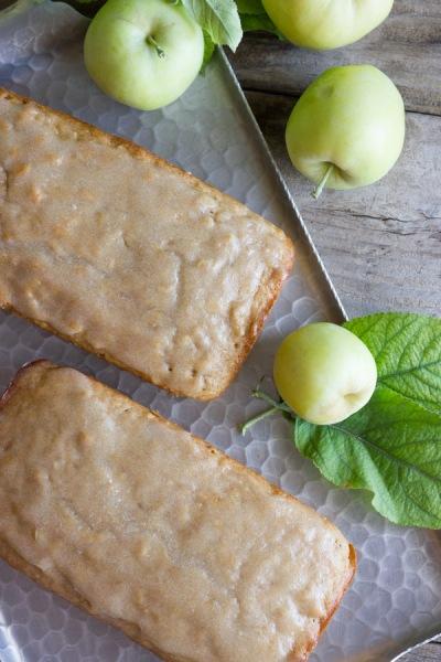 Glazed-Apple-Cinnamon-Oatmeal-Bread-1