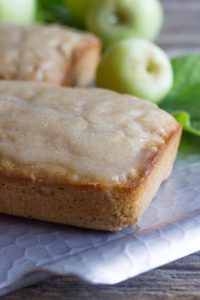 Glazed-Apple-Cinnamon-Oatmeal-Bread-2