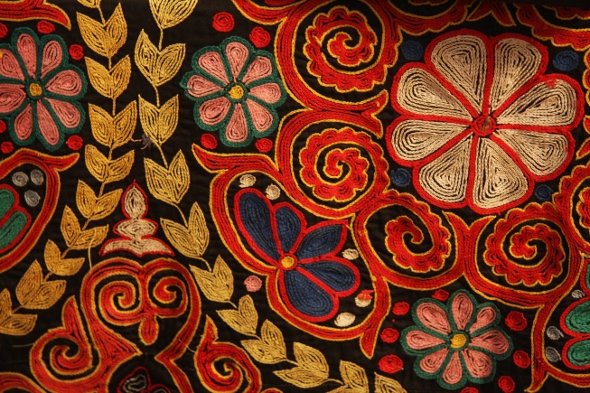 Kazakh_rug_chain_stitch_embroidery-1