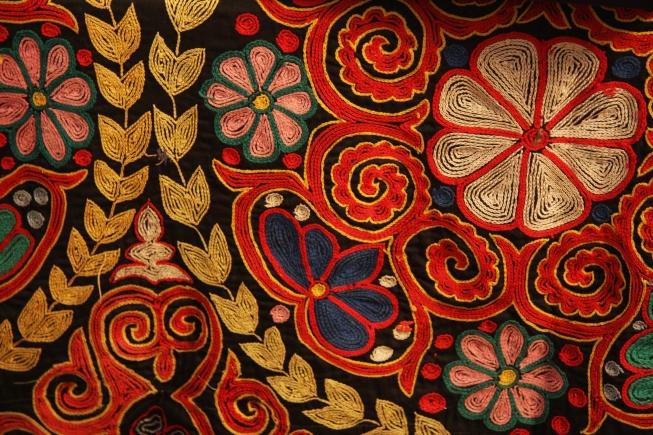 Kazakh_rug_chain_stitch_embroidery-1