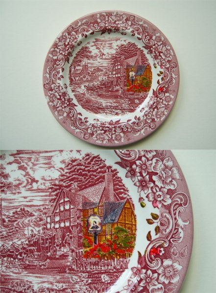 Red-Painted-Toile-Plate