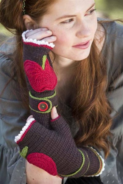 0677.Bad_Apple_Fingerless_Mitts%20(3).jpg-550x0