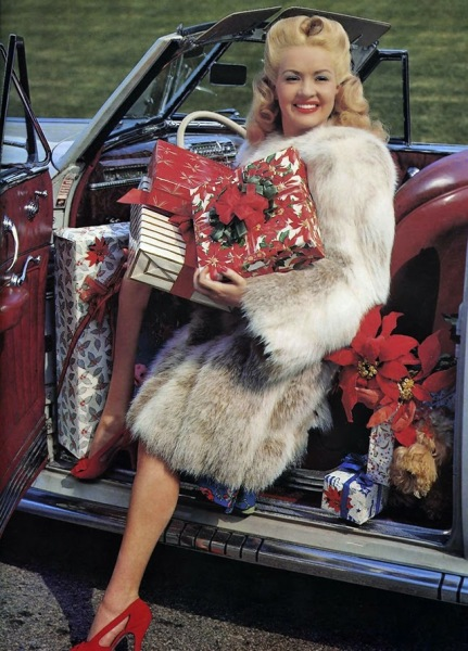 Celebrities Dressed for Christmas in the Past (1)