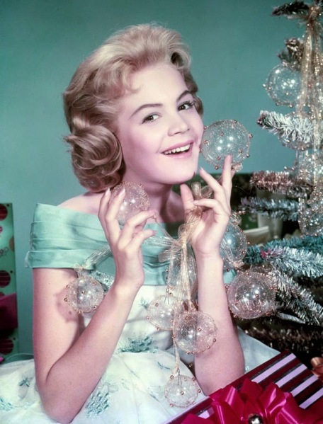 Celebrities Dressed for Christmas in the Past (10)