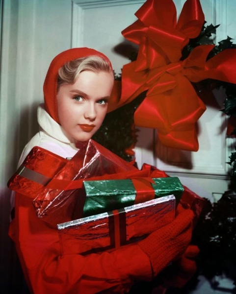 Celebrities Dressed for Christmas in the Past (12)