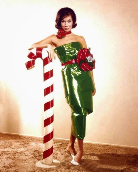 Celebrities Dressed for Christmas in the Past (13)