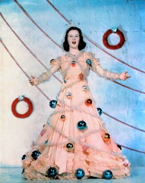 Celebrities Dressed for Christmas in the Past (17)