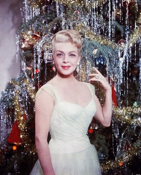 Celebrities Dressed for Christmas in the Past (18)