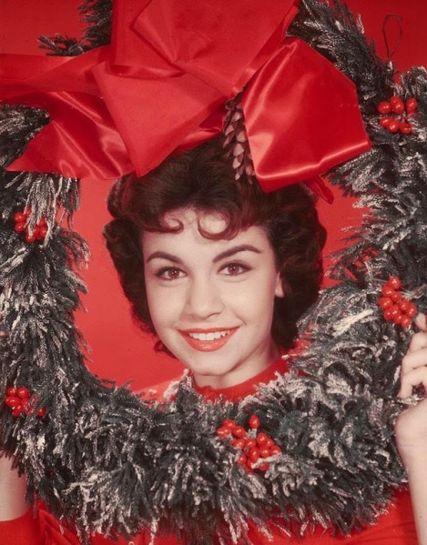 Celebrities Dressed for Christmas in the Past (22)