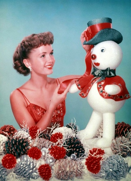 Celebrities Dressed for Christmas in the Past (5)
