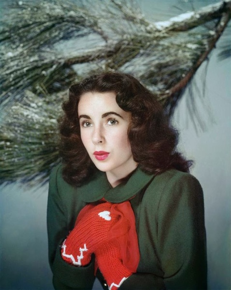Celebrities Dressed for Christmas in the Past (7)