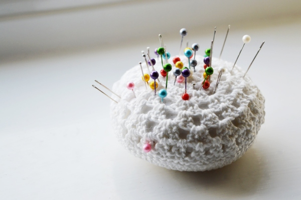 crochet-pincushion-Crafting-Fingers