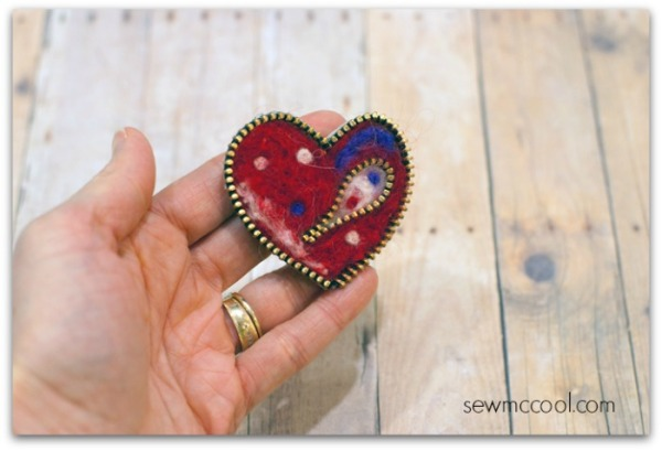 Needle-felted-zipper-heart-final-on-sewmccool.com_