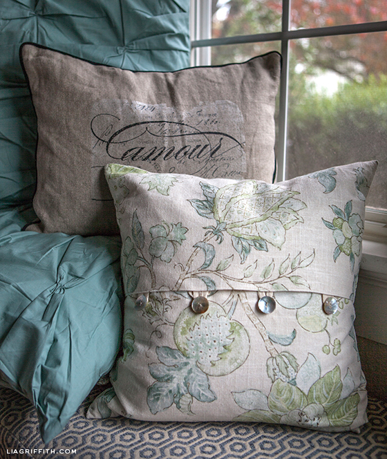 Diy Throw Pillow Cover No Sew : Make a No-Sew Blind! DIY a Summer Pom Pom Throw! Personalize Your Pillowcases! Indigo Dye ...