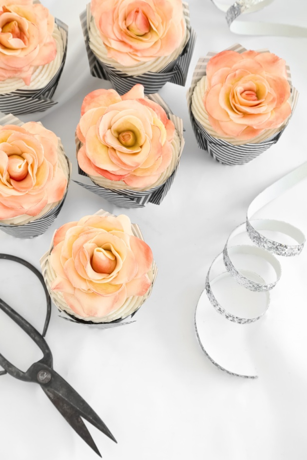 Chocolate+Filled+Chocolate+Cupcakes+with+Peachy+Pink+Sugar+Roses.jpg