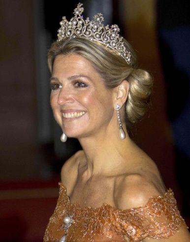 queen-maxima-pearl-diamond-crown-tiara-h724.jpg
