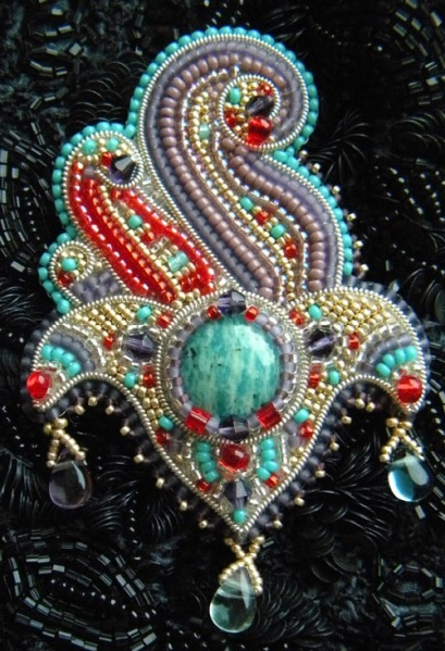 Bead-embroidery-by-Olga-Orlova.-Hand-Of-Fatima-Brooch